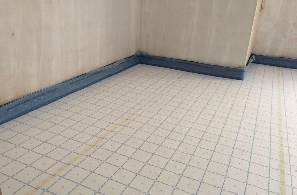 Instalación suelo radiante con panel de autofijación
